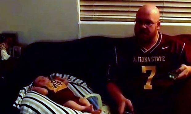 Βίντεο: Νεογέννητο πανηγυρίζει μαζί με τον μπαμπά τους για τη νίκη της ομάδας!