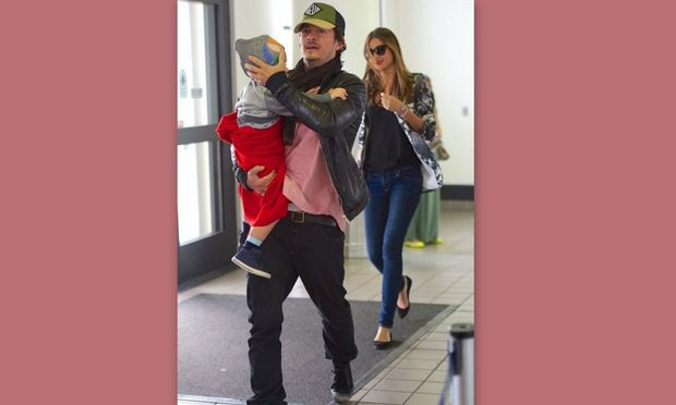 Orlando Bloom – Miranda Kerr: Επιστροφή από τις Πασχαλινές διακοπές με το γιο τους!