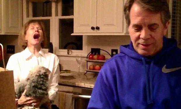 Βίντεο: Δεν φαντάζεστε πώς αντιδρά η μέλλουσα γιαγιά για την εγκυμοσύνη της κόρης της!