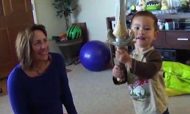 Βίντεο: Το σπαθί που δίνει… σφαλιάρες!