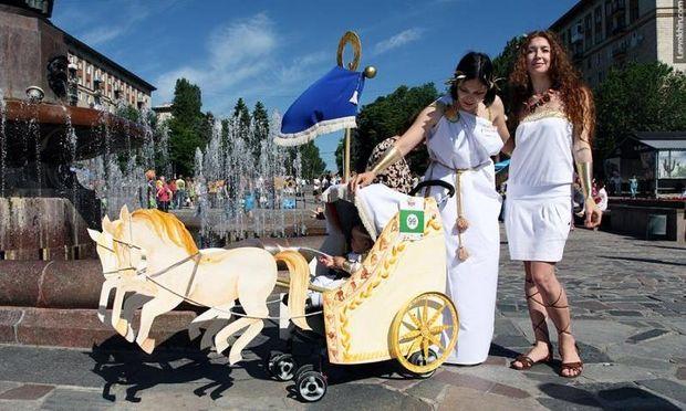 Τα πιο πρωτότυπα καρότσια που έχετε δει σε μια παρέλαση!
