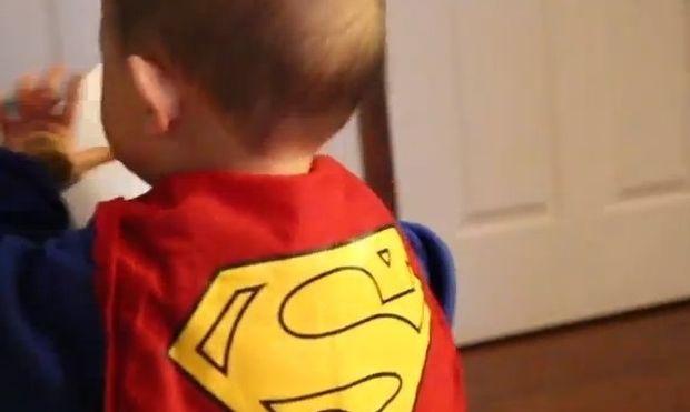Έρχεται το μωρό... superman!
