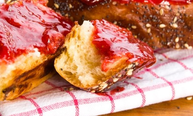 Kέικ γεμιστό με μαρμελάδα φράουλα!