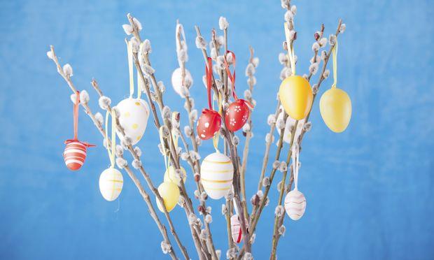Στολίστε τα Πασχαλινά αυγά σας σε… δεντράκι από κορμό!