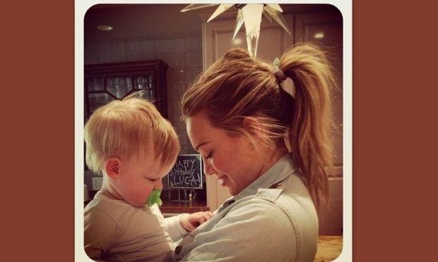 Hilary Duff: «Ο Luca λατρεύει τα κουμπιά»