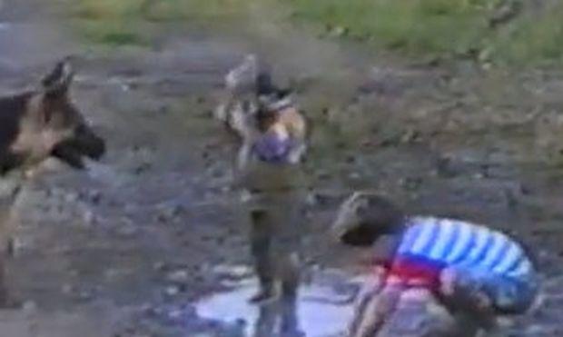Βίντεο: Οίκτο και σεβασμό στη μάνα αυτών των αγοριών!