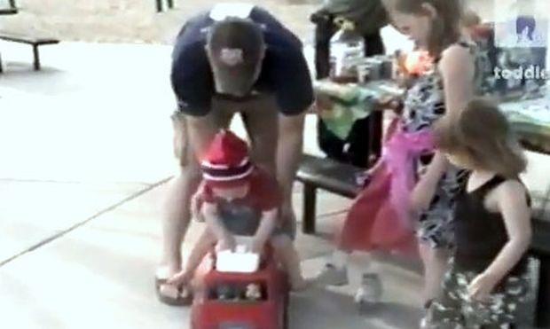 Βίντεο: Πάει την πρώτη βόλτα του με το φορτηγό του και εκείνο… διαλύεται!