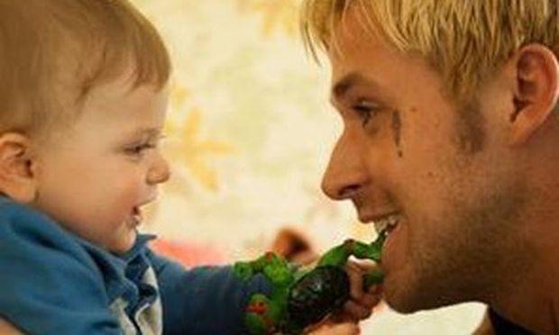 Ο Ryan Gosling συγκινήθηκε με τον κινηματογραφικό γιο του και έκλαψε!