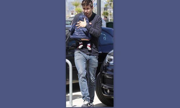 Gerard Pique: Αγκαλιά με το γιο του!