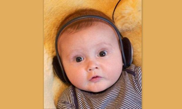 Έρευνα: Πώς η μουσική μπορεί να βελτιώσει την ποιότητα ύπνου και την αναπνοή ενός πρόωρα γεννημένου μωρού