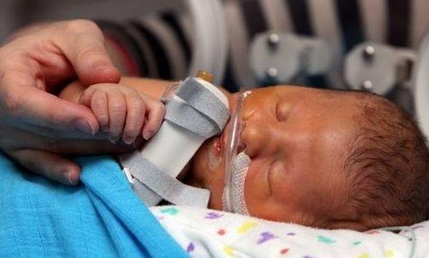 Το μωρό που έχει κάνει τους γιατρούς να θέλουν να σκίσουν τα διπλώματά τους!