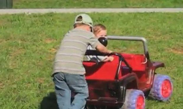 Βίντεο: Να τι παθαίνεις όταν δεν ακούς τον μπαμπά σου!
