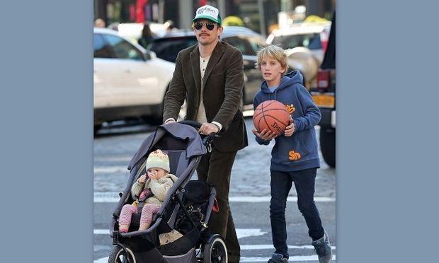 Ethan Hawke: Με τα παιδιά του για μπάσκετ και παγωτό! (φωτό)