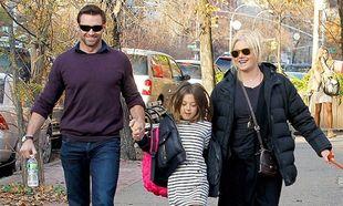 Hugh Jackman: «Δεν σκέφτομαι καθόλου πως είναι υιοθετημένα- είναι τα παιδιά μας»