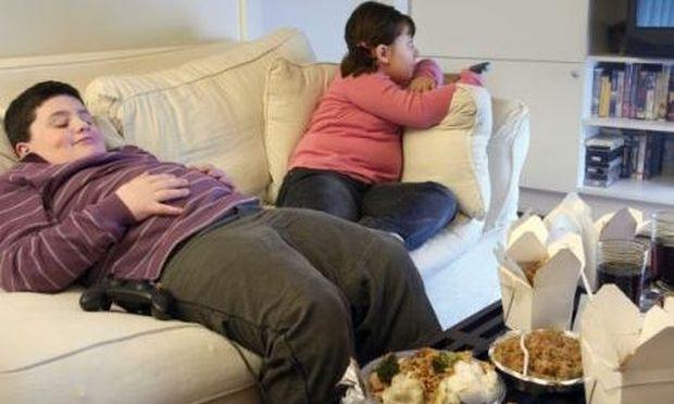 Οι γονείς που ζητάνε από τα παιδιά τους να τρώνε όλο το φαγητό τους, τα ωθούν στην παχυσαρκία!