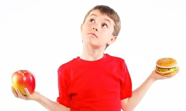 Έρευνα: To 97% των παιδικών πιάτων στα εστιατόρια δεν είναι υγιεινό!
