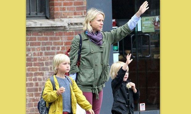 Η καθημερινότητα της Naomi Watts με τους γιους της! (φωτό)
