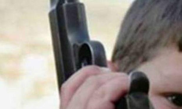 Σοκ: Πεντάχρονος σκότωσε την δίχρονη αδερφή του με όπλο!
