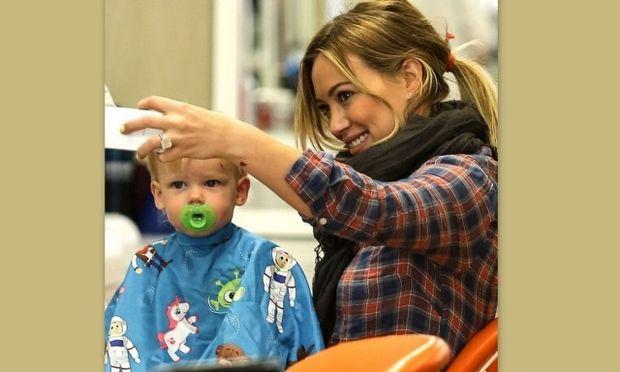 H Hilary Duff πήγε τον γιο της για κούρεμα! (φωτό)