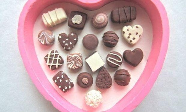 «Φτιάχνω σοκολατάκια εύκολα για τη γιορτή της μανούλας μου!»
