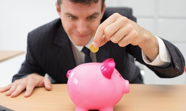 Έρευνα: Το 50% των γονιών τραβούν χρήματα από τις οικονομίες των παιδιών τους και το 51% δεν νιώθει τύψεις!