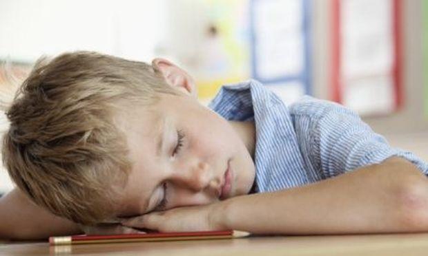 Τα περισσότερα παιδιά δεν μπορούν να συγκεντρωθούν στο σχολείο εξαιτίας έλλειψης ύπνου