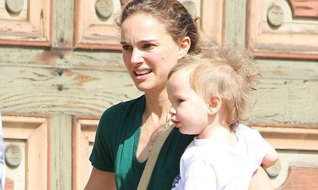 Natalie Portman: Απογευματινή βόλτα με τον γιο της!