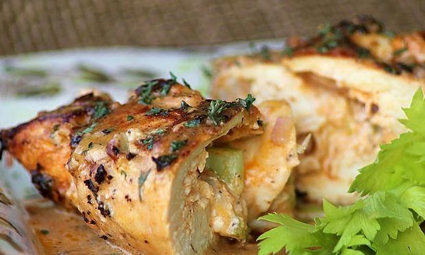 Ρολό κοτόπουλο! Τέλειο γεύμα για να κάνετε έκπληξη στη μανούλα!