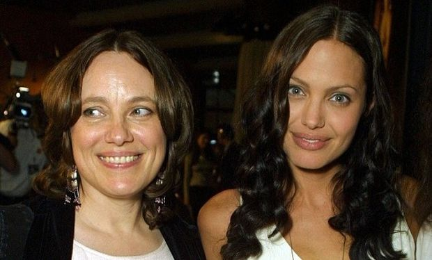 Angelina Jolie: «Θέλω να δώσω τον καλύτερο μου εαυτό στα παιδιά μου αλλά δεν θα τα καταφέρω όσο η μητέρα μου»