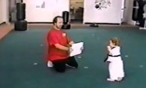 Βίντεο: Η πιο μικρή εκδοχή του Karate kid που έχετε δει!