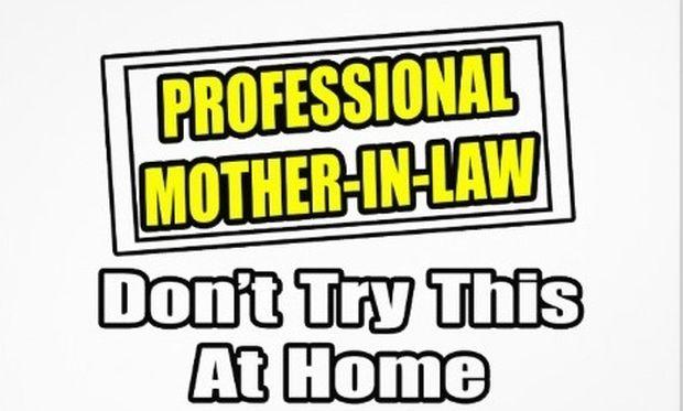Πώς μια καλή μάνα, φτάνει να γίνει κακιά πεθερά; Οδηγίες για να μη κάνετε αυτά που κοροϊδεύετε!