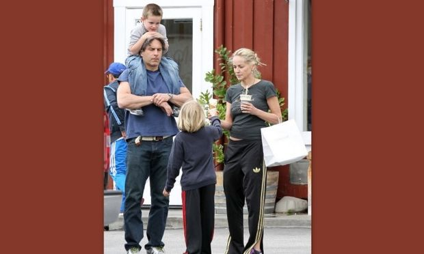 Sharon Stone: Στοργική μαμά για τους υιοθετημένους γιους της!