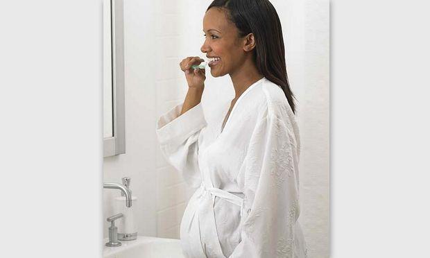Έρευνα: Η κακή στοματική υγιεινή οδηγεί σε πρόωρο τοκετό!