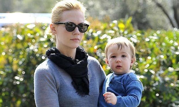 Τζάνουαρι Τζόουνς: Η διάσημη ηθοποιός συνεχίζει να μην αποκαλύπτει το όνομα του πατέρα του γιου της!