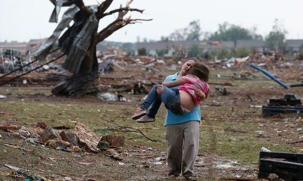 Αληθινές ιστορίες: Οι δάσκαλοι που έσωσαν τα παιδιά την ώρα του τυφώνα