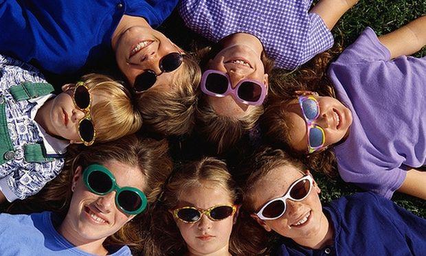 Πώς θα διαλέξω τα σωστά γυαλιά ηλίου για το παιδί μου;