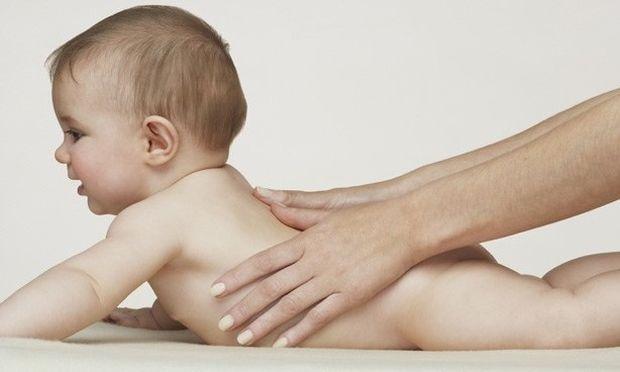 Πώς να κάνετε μασάζ στα παιδάκια σας, βήμα - βήμα (φωτογραφίες)