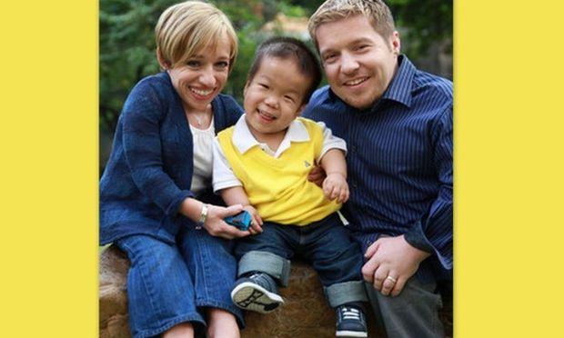 Το διάσημο ζευγάρι νάνων υιοθετεί και δεύτερο παιδί με νανισμό!