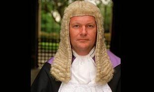 Δικαστής Ανώτατου Δικαστηρίου προτείνει: «Για υιοθεσία τα παιδιά γονέων που έχουν παρανομήσει»