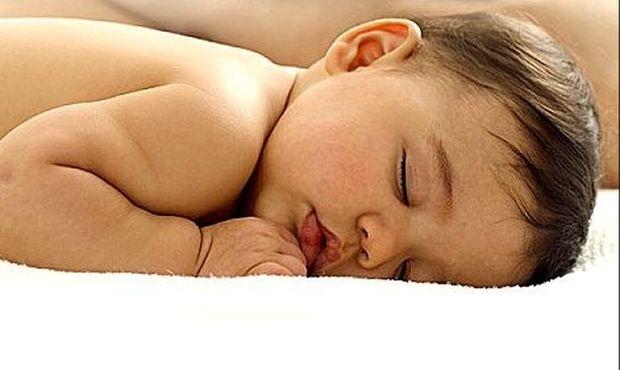 Ερευνα: Τα γονίδια καθορίζουν τη διάρκεια του ύπνου ενός μωρού