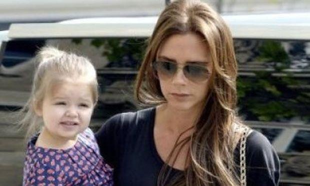 Γιατί η Victoria Beckham δεν βάφεται μπροστά στην Harper;