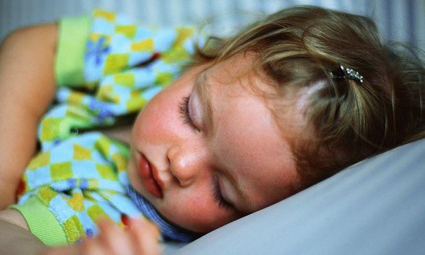Πώς ο ακατάστατος ύπνος χαλάει τις διατροφικές συνήθειες του παιδιού;