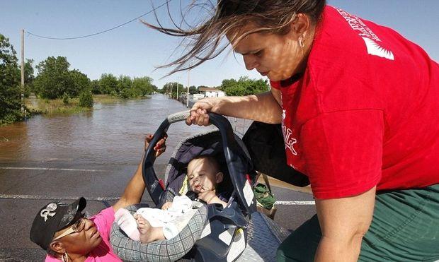 Τραγικός απολογισμός από τον ανεμοστρόβιλο στην Οκλαχόμα: Σε κρίσιμη κατάσταση ένα μωρό 5 μηνών και νεκρό ένα 4χρονο κοριτσάκι!