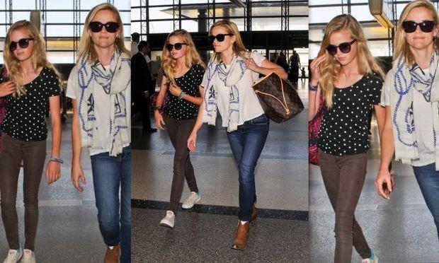 Όχι, δεν είναι δίδυμες αδελφές! Είναι η Ριζ Γουίδερσπουν με την κόρη της με την οποία μοιάζουν σαν δυο σταγόνες νερό!