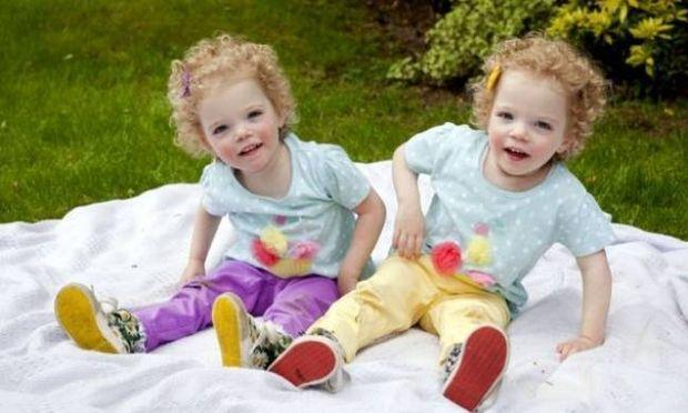 Τραγικό: Τα δίδυμα κοριτσάκια που κινδυνεύουν να πεθάνουν αν...παίξουν