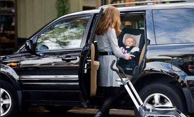 Ζευγάρι με το μωρό του εν μέσω καταδίωξης της αστυνομίας για τη σύλληψη ανήλικου κακοποιού!