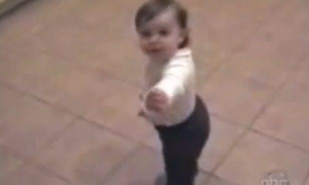 Βίντεο: «Ουάου… είμαι όπως  η μαμά μου»