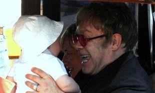 Όταν ο Έλτον Τζον παίζει με τα παιδιά του! (φωτό)