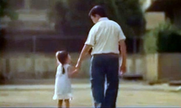 Το συγκλονιστικό βίντεο ενός κωφάλαλου πατέρα που δεν μπορεί να μιλήσει αλλά ξέρει να αγαπάει όσο τίποτα άλλο την κόρη του!