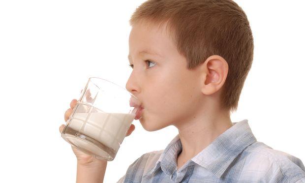 Ποια είναι η συνιστώμενη ποσότητα γάλακτος που πρέπει να πίνει το παιδί μου καθημερινά;